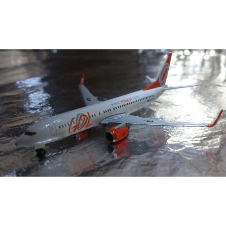 * Herpa Wings 526098  GOL Boeing 737-800
