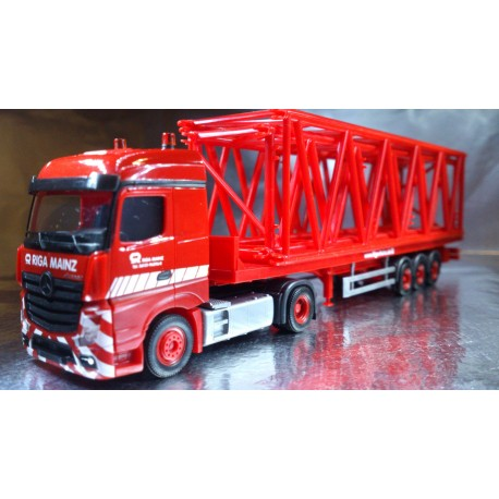 "* Herpa Trucks 304764  MB Actros Streamspace flatbed semitrailer with grider mast parts for Liebherr LR1600/2 ""Riga Mainz"""