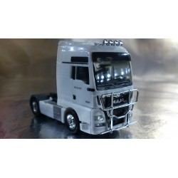 * Herpa Trucks 302029-004  MAN TGX XXL Euro 6 rigid tractor with accessories, white