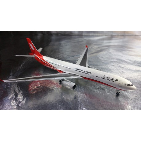 * Herpa Wings 526586  Shanghai Airlines Airbus A330-300