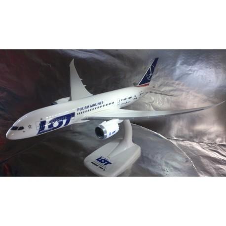* Herpa Wings Snapfit 609494  LOT Polish Airlines Boeing 787-8 Dreamliner