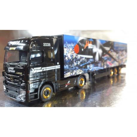 "* Herpa Trucks 154451  Mercedes-Benz Actros LH 08 box semitrailer ""Christmas 2008"""