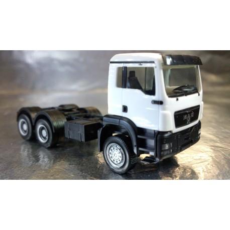 * Herpa Trucks 158305-005  MAN TGS M all-wheel rigid tractor, white