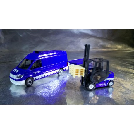 * Herpa Cars 093118  VW Crafter transporter HD with car trailer and Jungheinrich fork lifter THW
