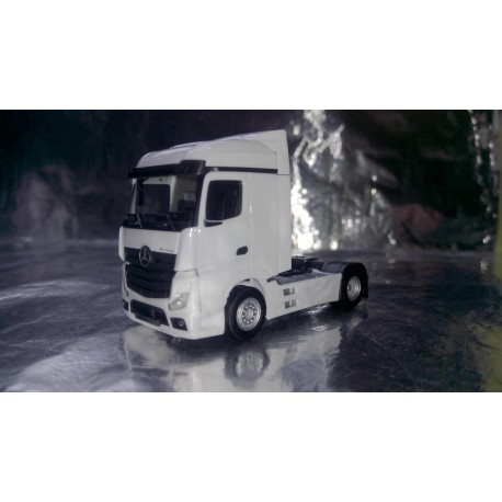* Herpa Trucks 309226  Mercedes-Benz Actros Streamspace 2.5, white