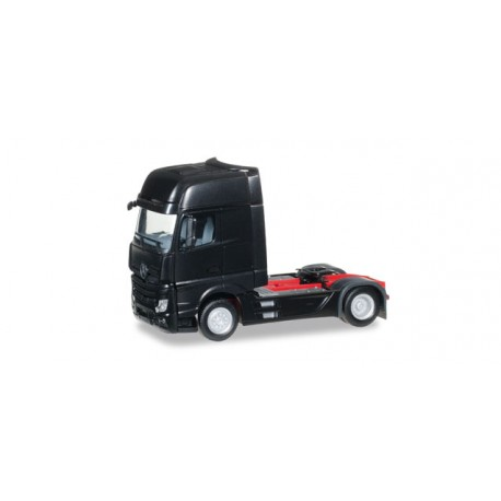 * Herpa Trucks 159173-005  Mercedes-Benz Actros Gigaspace rigid tractor, black