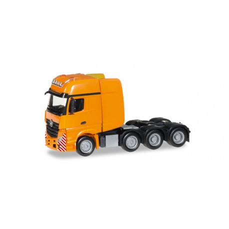 * Herpa Trucks 304368-002  Mercedes-Benz Actros Gigaspace SLT heavy duty rigid tractor, deep orange