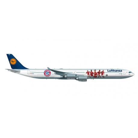 "* Herpa Wings 558242  Lufthansa Airbus A340-600 ""FC Bayern Audi Summer Tour USA 2016"""